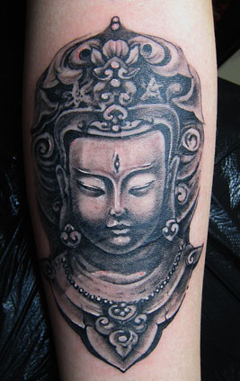 佛法的基本教义,有其先天的平等性,宽容性和包涵性,纹身可以用它